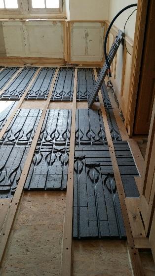 Installation plancher chauffant sec dans bâti ancien (16ème siècle)