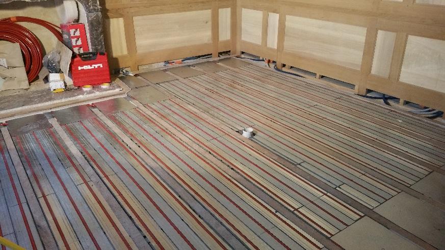 Installation diffuseurs plancher chauffant sec dans bâti ancien (16ème siècle)