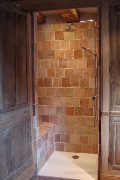 Aménagement douche à l'italienne intégrée dans Bâti ancien (18ème siècle)